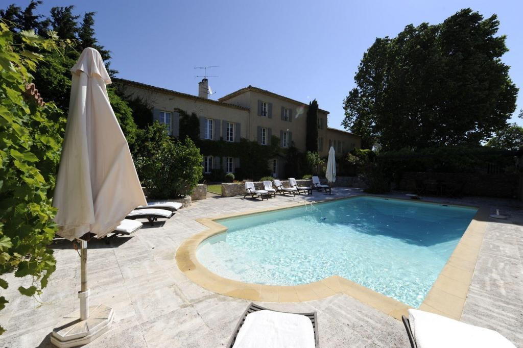 Ferme du Val pool and house