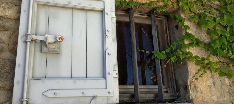 Luberon windows #Luberon #ExploreProvence @PerfProvence