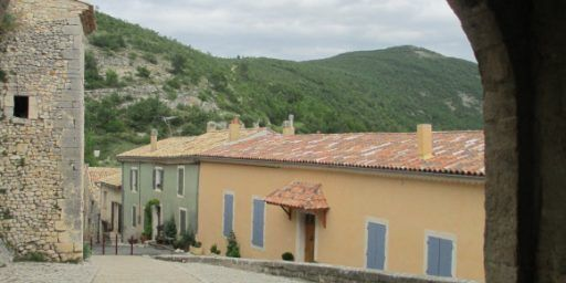 Banon views Explore Provence @CobblestoneVineyards