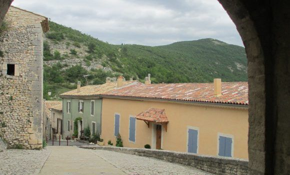 Banon views Explore Provence @CobblestoneVineyards