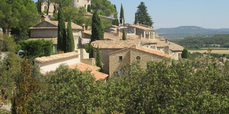 Joucas views #Luberon #ExploreProvence @Cobblestonesand Vineyards