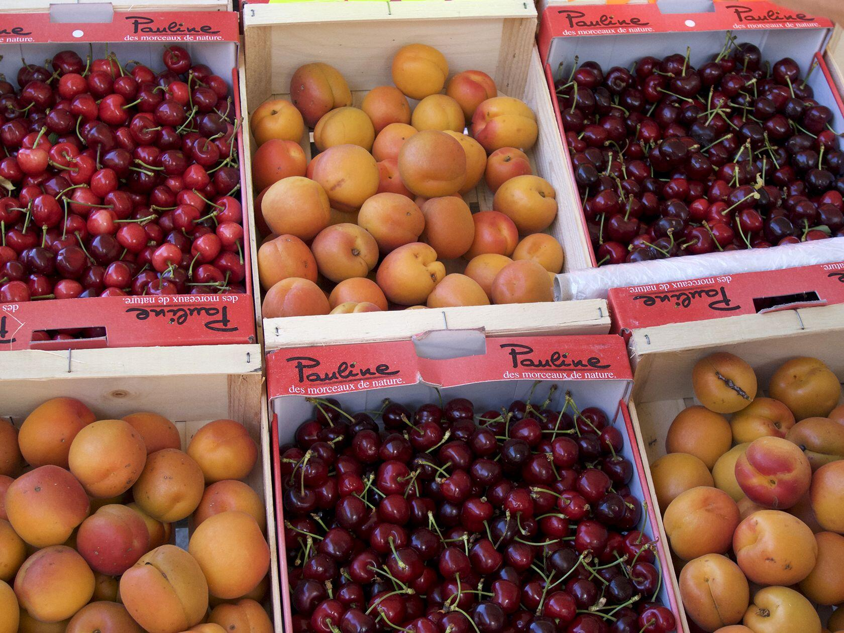 apricots and cherries Market Provence