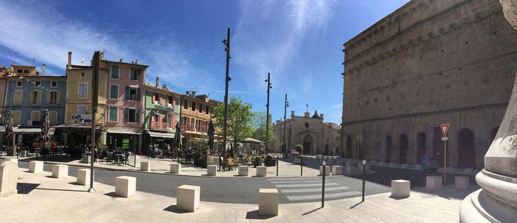 Orange Place de la Republique #Vaucuse #TravelinProvence