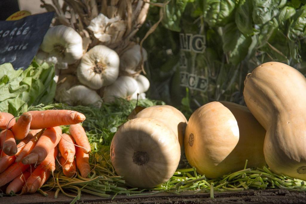 Eygalieres market Fall veggies #TastesofProvence @PerfProvence