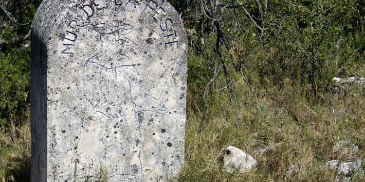 Mur de la Peste Luberon ExploreProvence