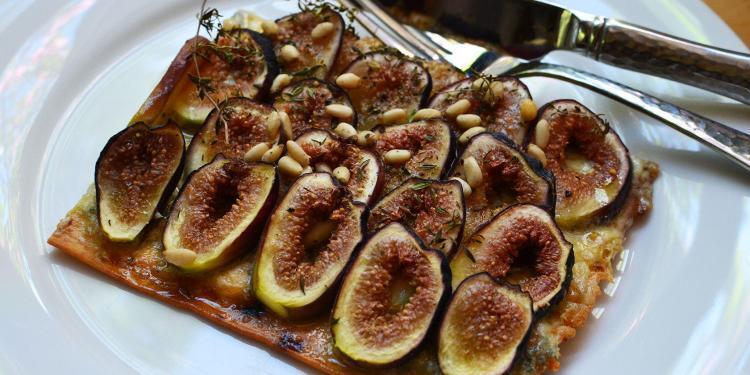 Cambozola and fig flatbread @CocoaandLavender