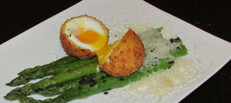 Asparagus with Deep Fried Egg @Masdaugustine