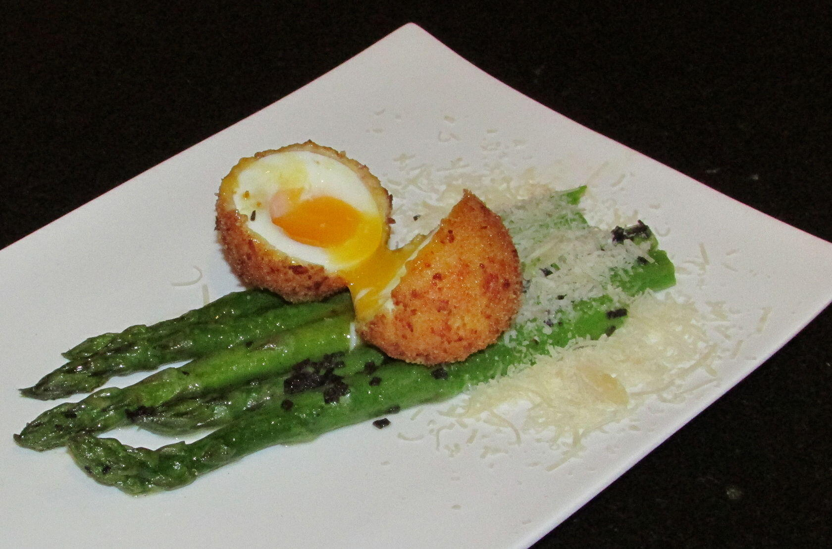 Asparagus with Deep Fried Egg @Masdaugustine