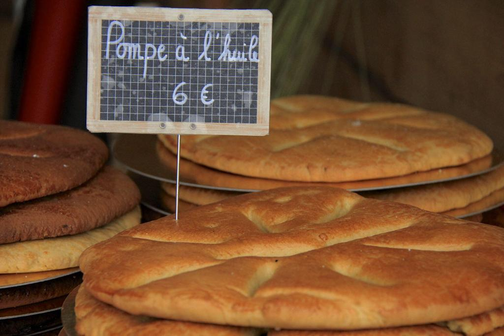 Pompe a l'huile traditional bread in Provence @PerfProvence