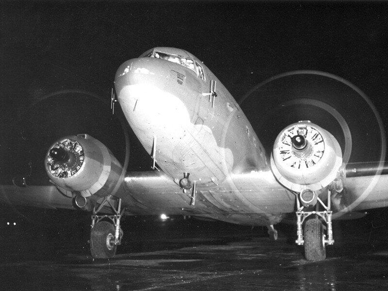 Dakota airplane 1944 @deb_lawrenson