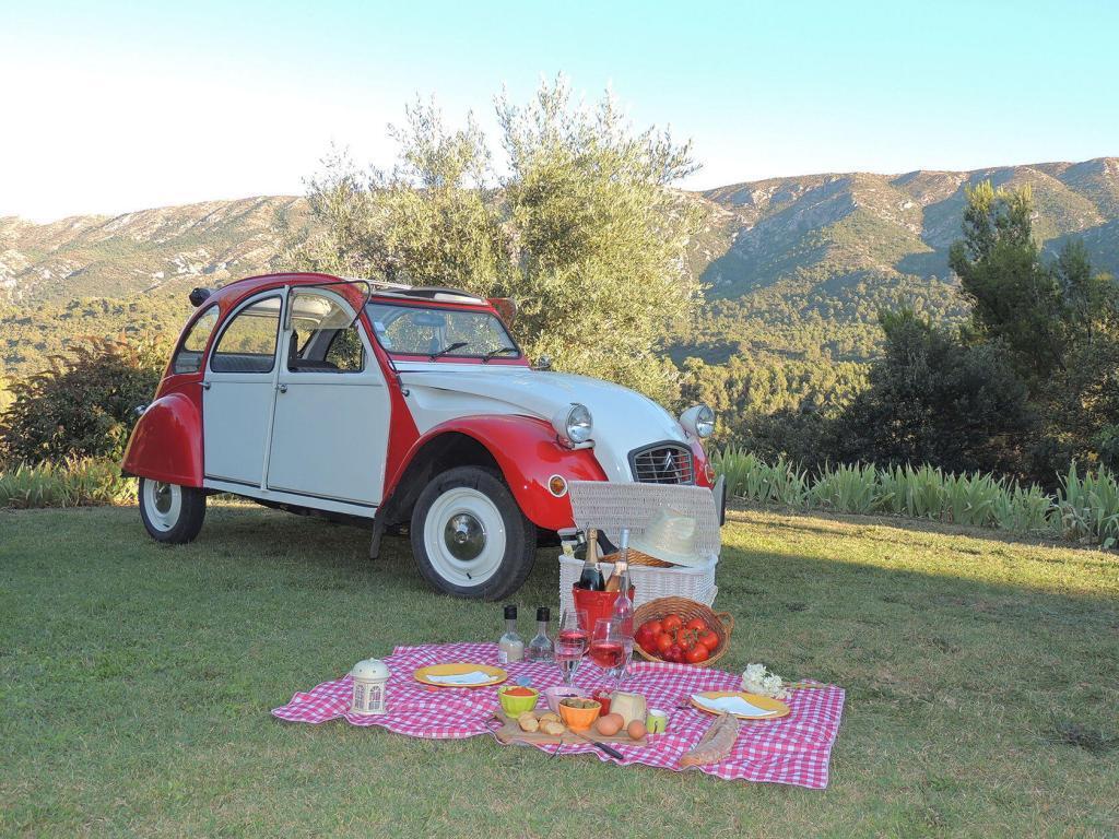 Aix en Provence 2CV Experience picnic