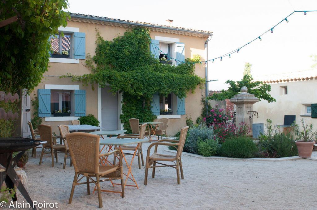 Le Domaine Saint Jean courtyard view