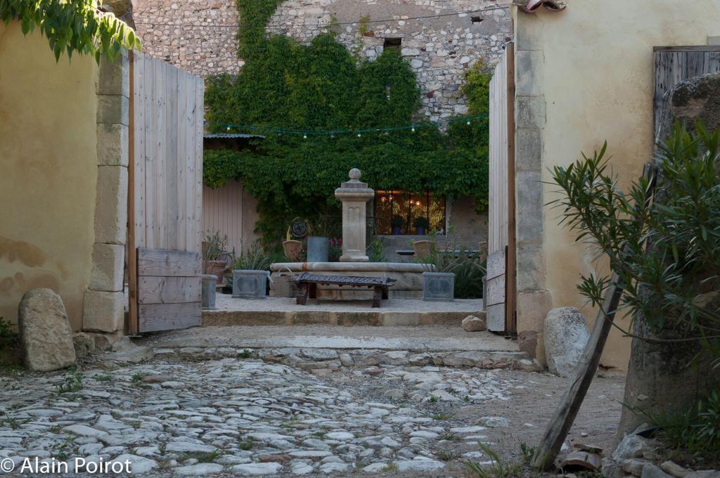 Le Domaine Saint Jean courtyard views