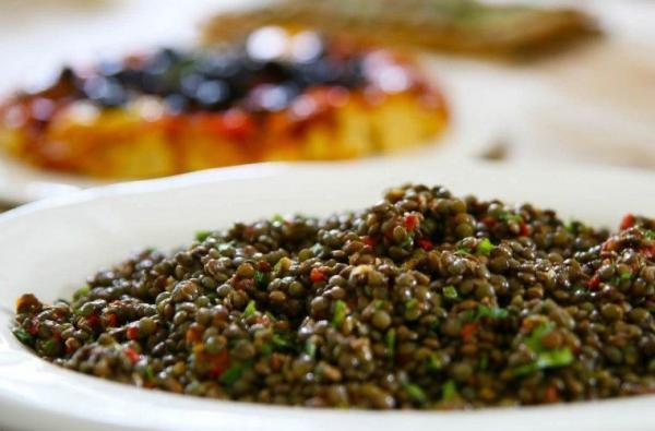 Mirabeau_en_Provence_lentil_salad_with_fried_salmon