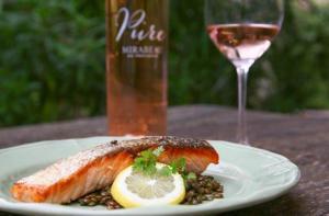 Mirabeau_en_Provence_lentil_salad_with_fried_salmon