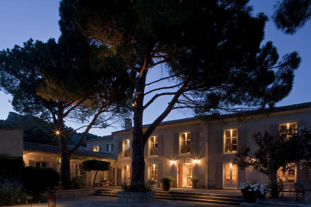 Benvengudo Hotel Exterior Evening