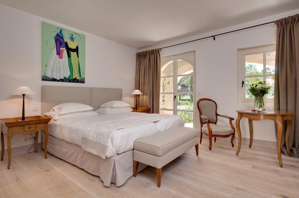 Benvengudo Hotel Interior Bedroom Les Baux