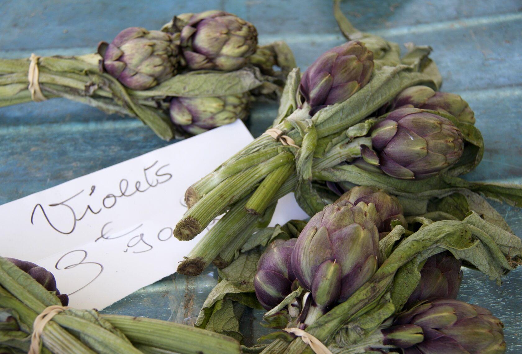 Market artichokes barigoule