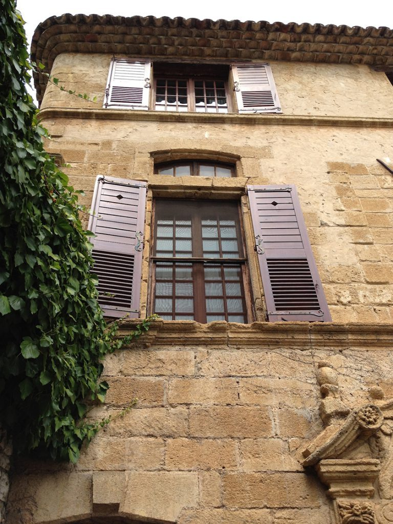Stucco facade La Colombe d'Or St Paul de Vence @CelinaLafuenteDeLavotha