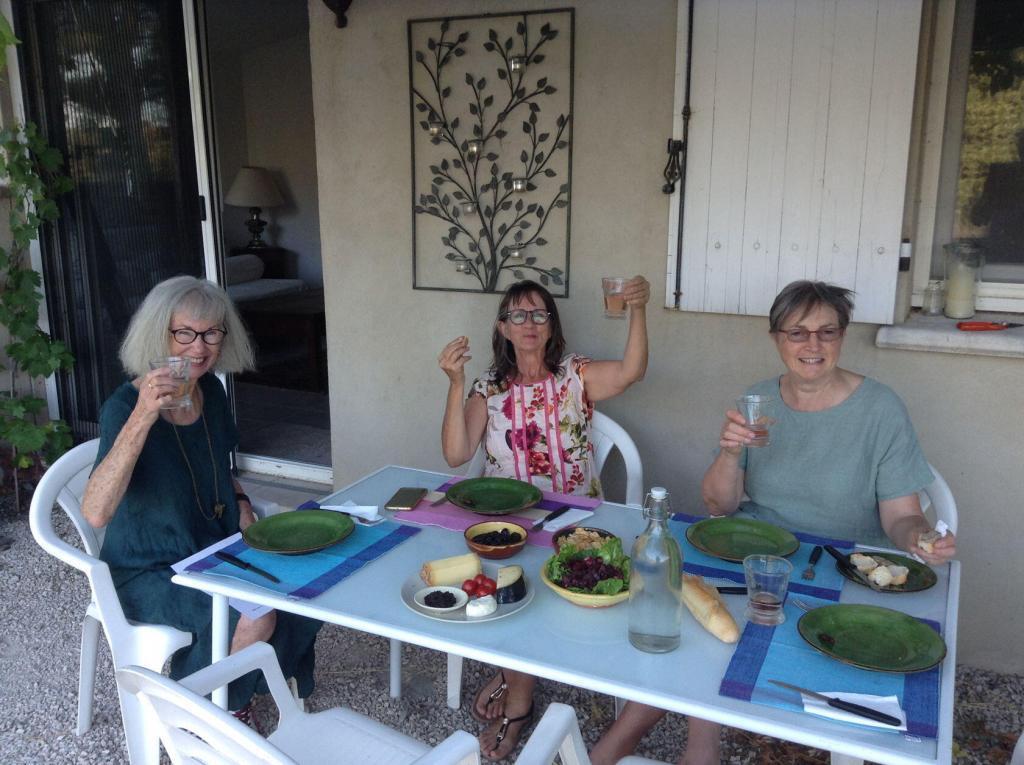 Ateliers Fourwinds Aureille Artists welcome diner