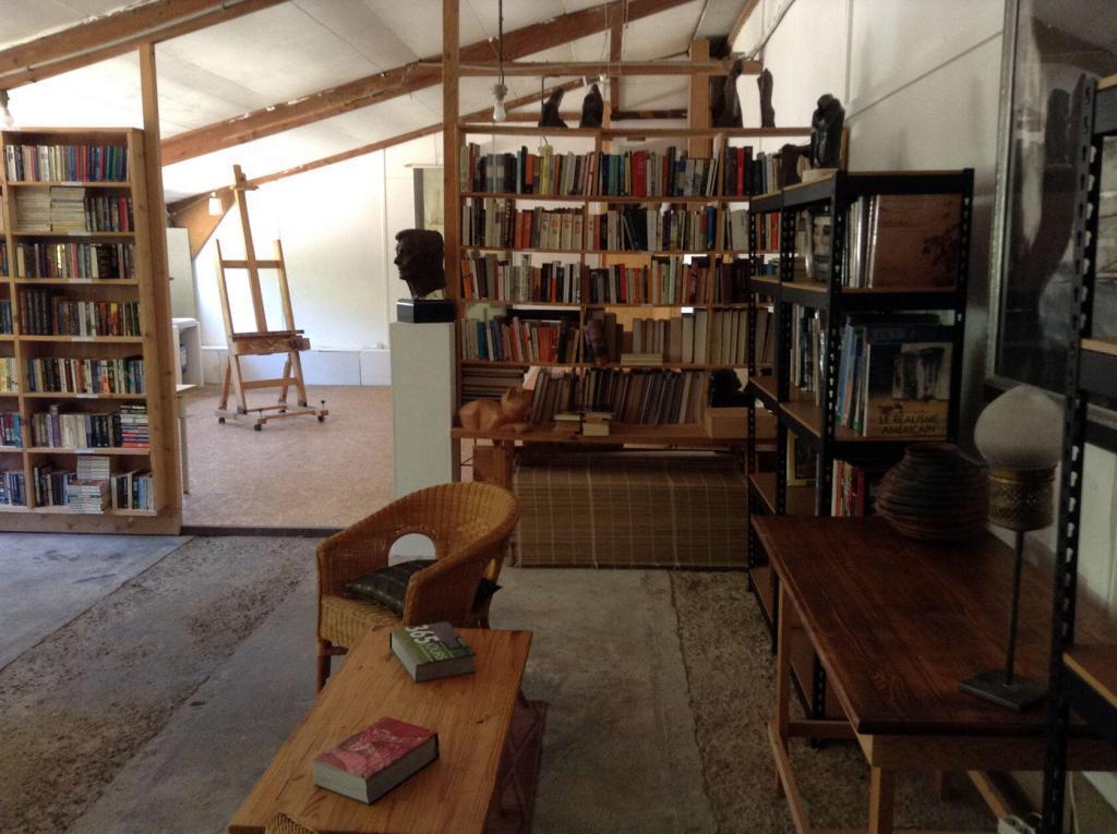 Ateliers Fourwinds Aureille library
