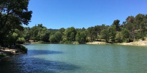 St Remy Picnic Lac Peiroou Provence