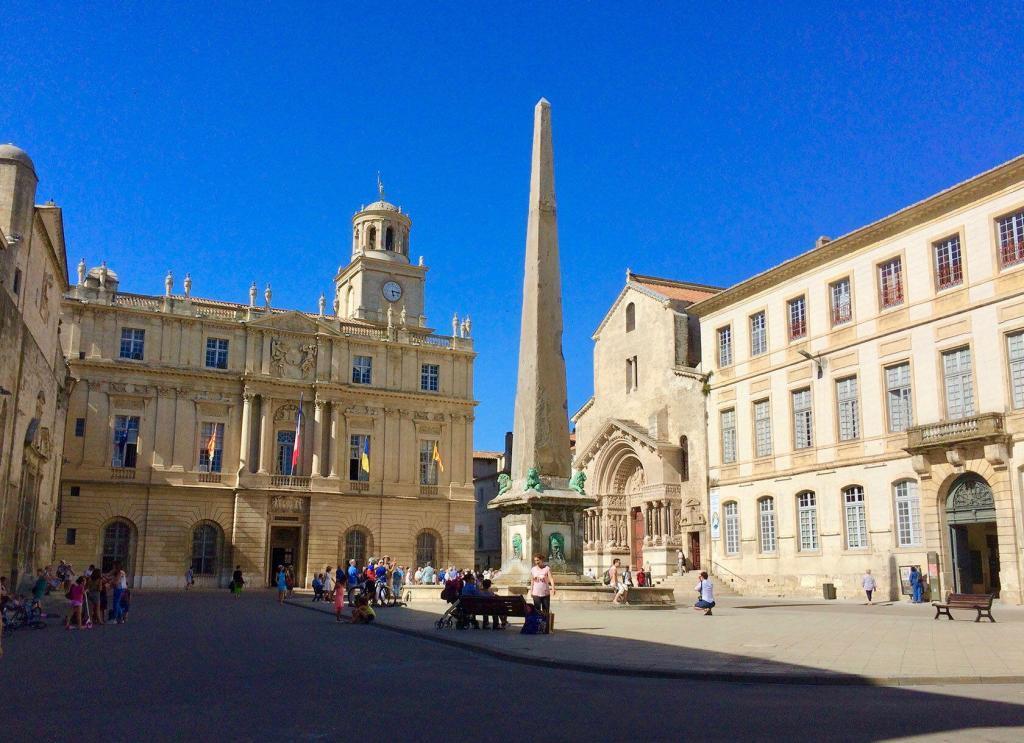 Arles Place de la Republiques Patricia Sands