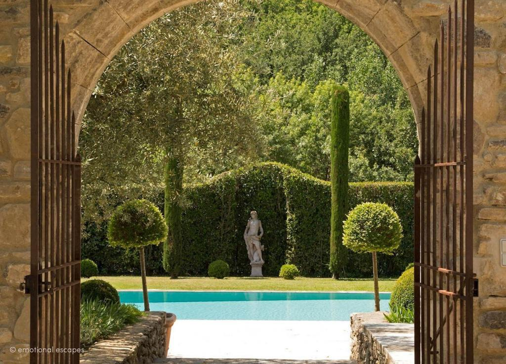 Courtyard Holiday Rentals Provence Emotional Escapes