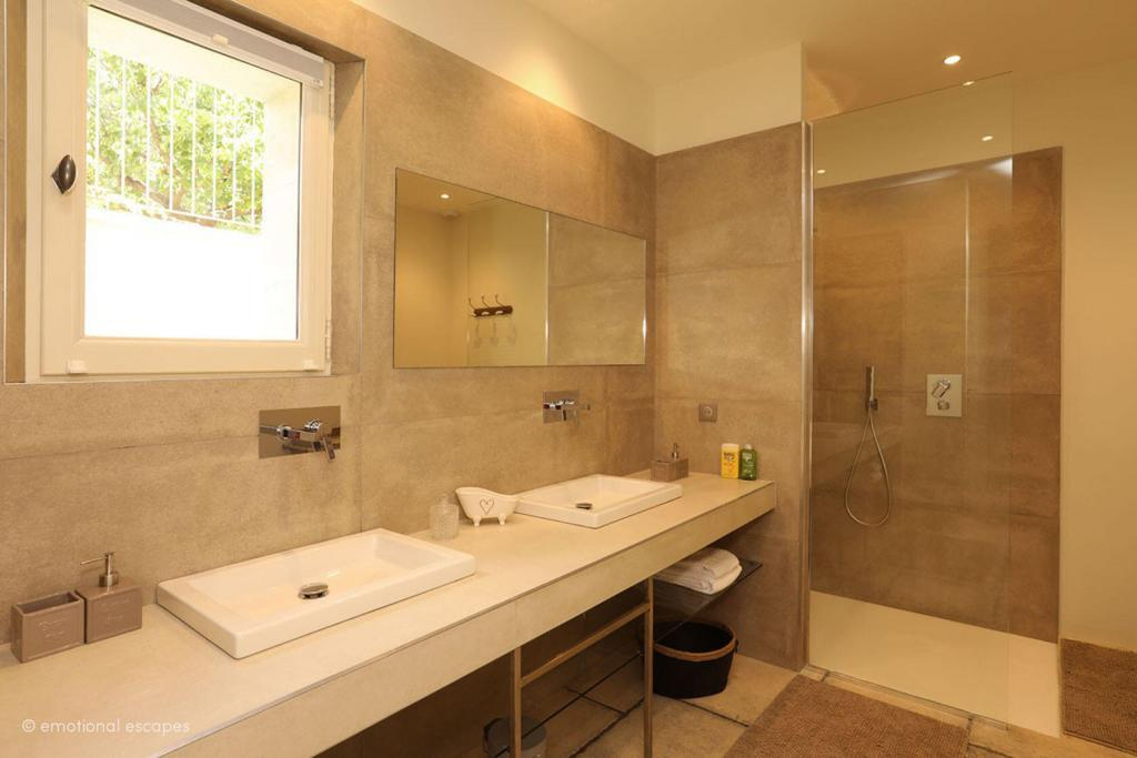 Holiday Rentals Provence Emotional Escapes bathrooms