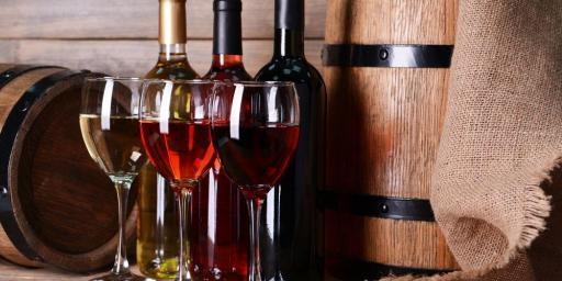 wine bottle and glasses Vignobles St Tropez Helicopter Visit