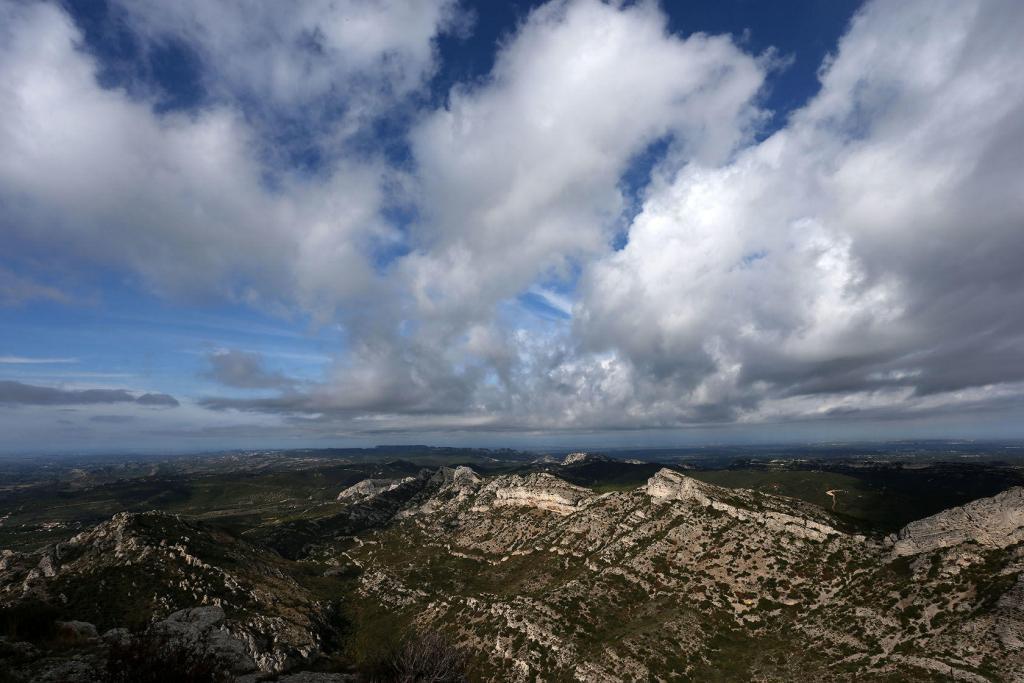 Lumières des Alpilles JF Galeron Mountain Ridges