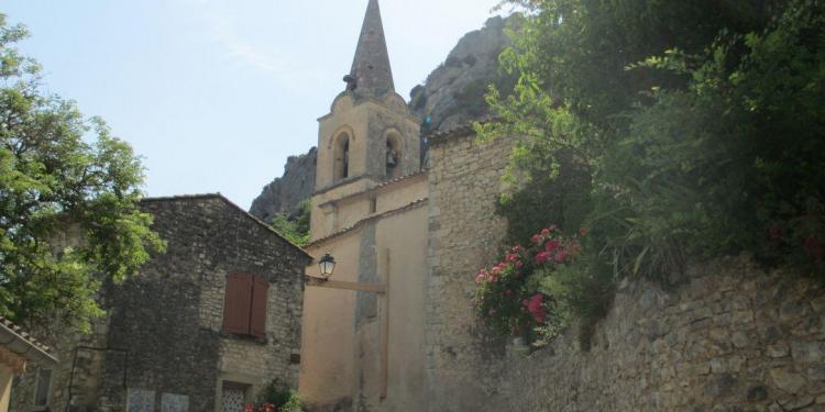 Monieux Village Vaucluse