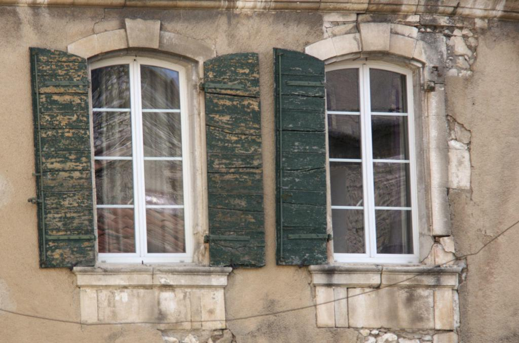 Discover Orgon Village Alpilles Windows