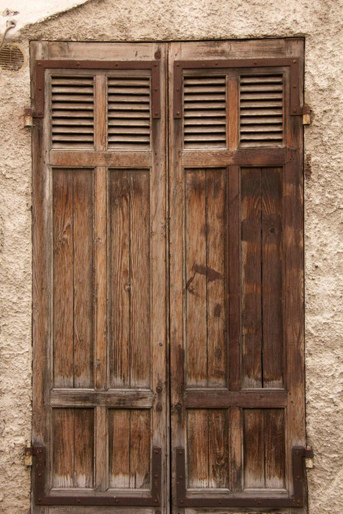 Discover Orgon Village Alpilles old Windows