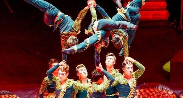 Festival International du Cirque de Monte-Carlo troupe-acrobatique-de-shanghai-numero-dequilibristes