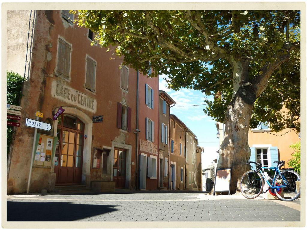 Villedieu Village View Provence Lifestyle @Atableenprovence