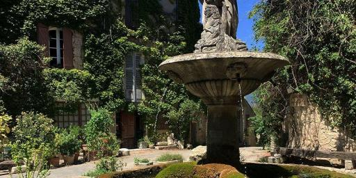 Provence's Instagrammable Locations Charming Villages Saignon Provence