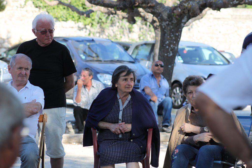 Pétanque boules Provence Onlookers
