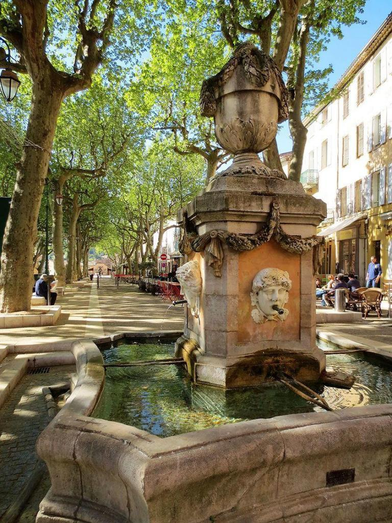 Provence Living Cotignac Fontaine Quatre Saisons