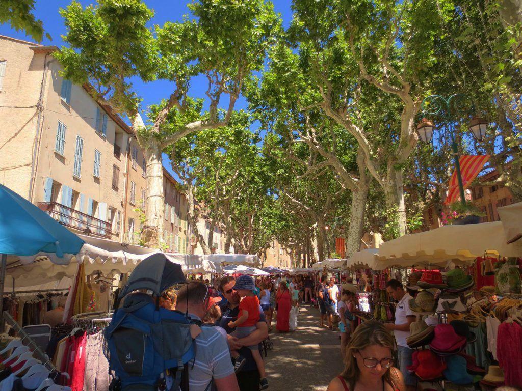 Provence Living Cotignac Marché été TOURISME