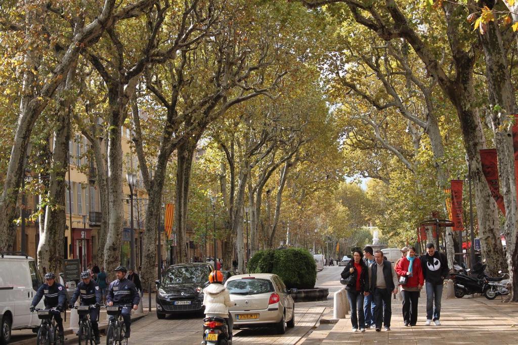 Aix-en-Provence City Guide Cours Mirabeau