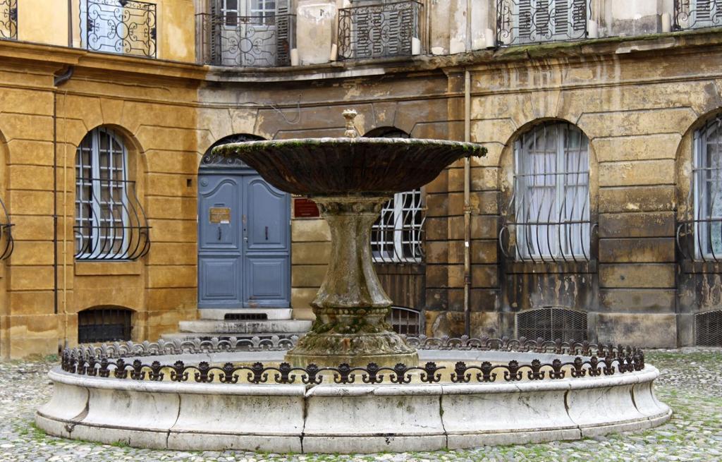 Aix-en-Provence City Guide Place d'Albertas