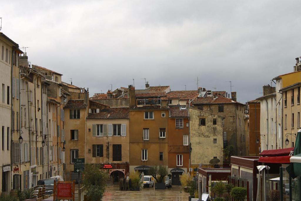 Aix-en-Provence City Guide Place des Cardeurs