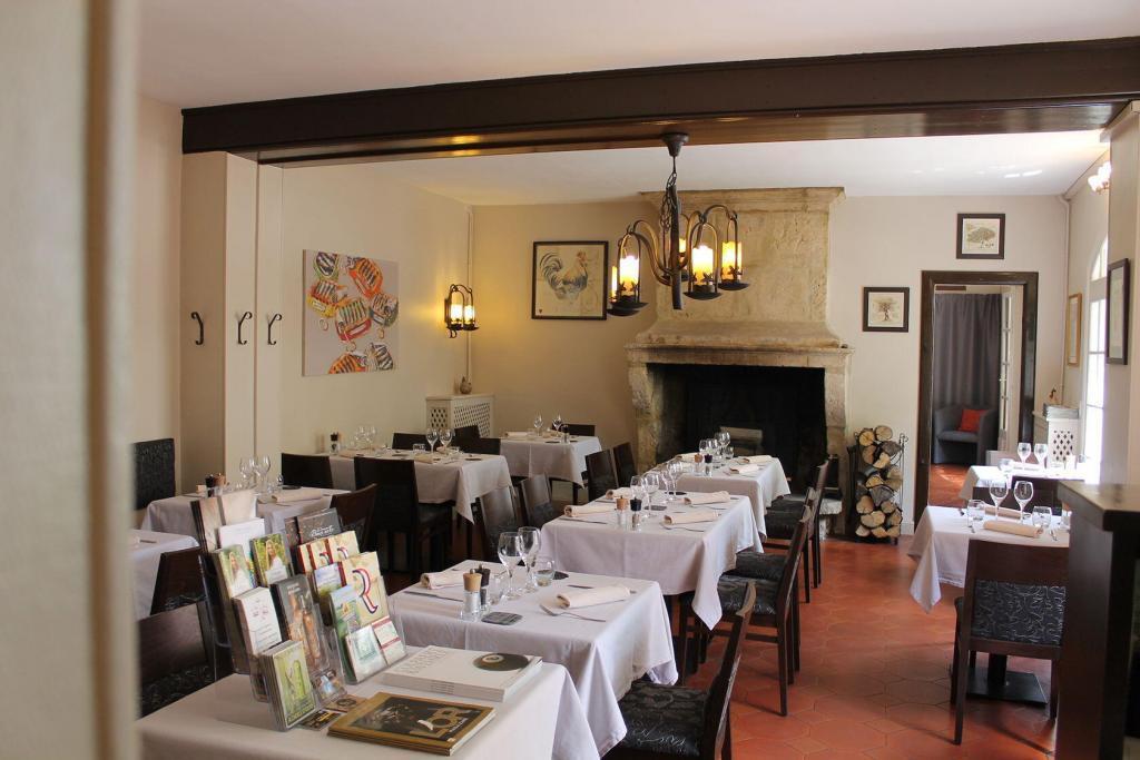 Clos St Roch interior Maussane Restaurants
