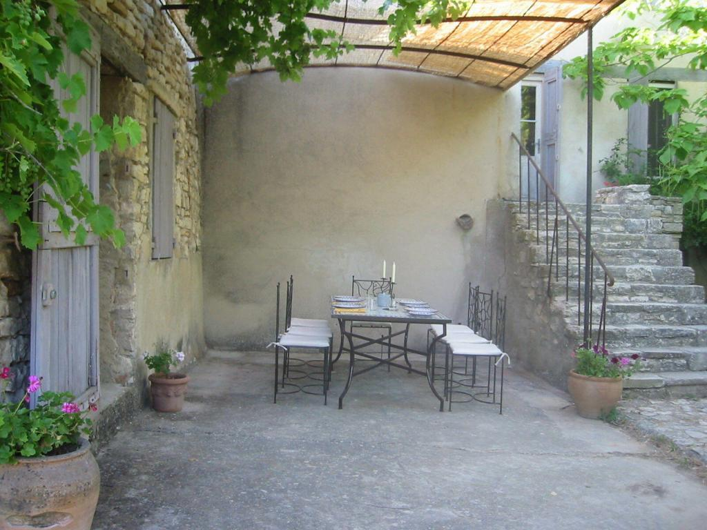 Expat Living Experiences Outside Dining Provence Deborah Lawrenson