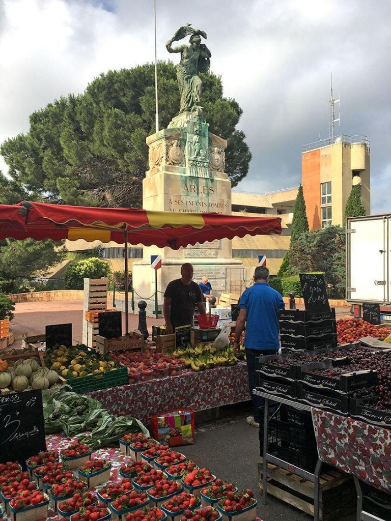 Arles Insiders Market Tour