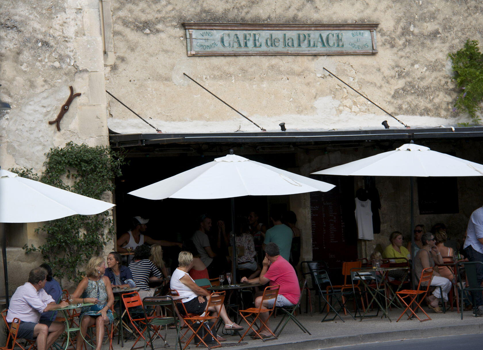 Cafe de la Place Eygalieres Local Restaurants