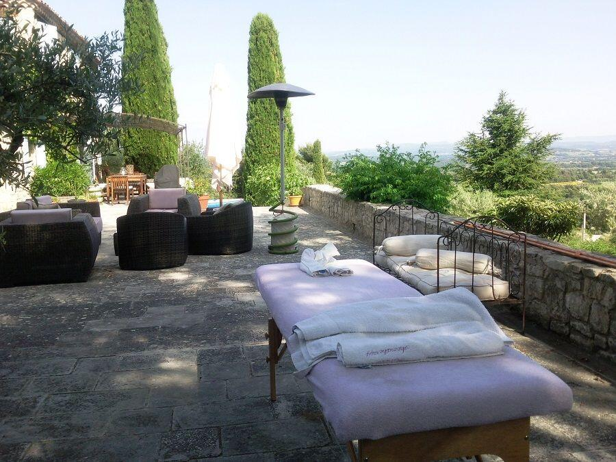 Provence Holiday Home Owner Massage on the terrace