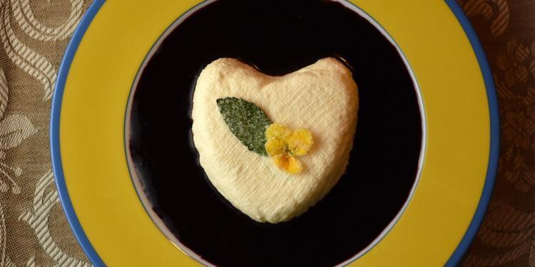 Lemon-Lavender Hearts coeur a la creme Lemon Desserts