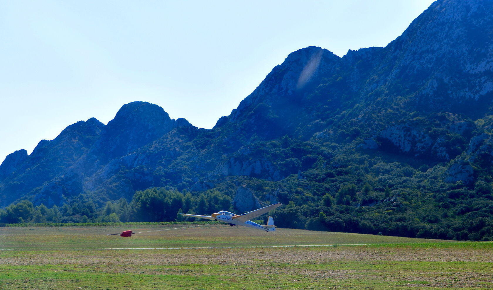 Gliding Aéroclub des Alpilles Taking Off @Alex Martinez